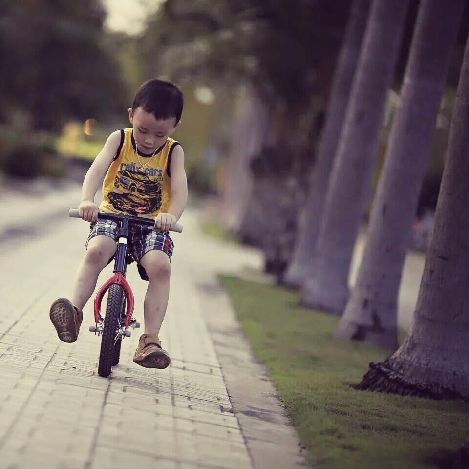 Xe Đạp Thăng Bằng Cho Trẻ Từ 18 Tháng Đến 6 Tuổi Màu Trắng