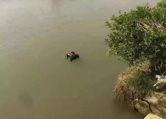 Xe Điều Khiển Chạy Trên Bờ Dưới Nước 333-SL01B