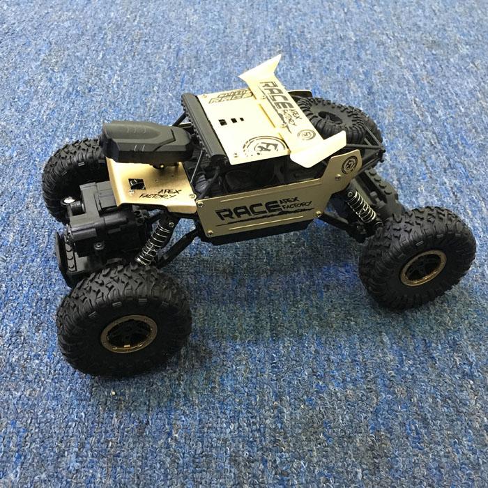 Xe  Điều Khiển Địa Hình Rock Crawler 6999B Wifi camera Vỏ Nhôm Vàng đồng
